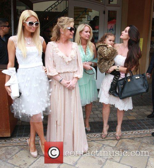 Paris Hilton and Kathy Hilton 5