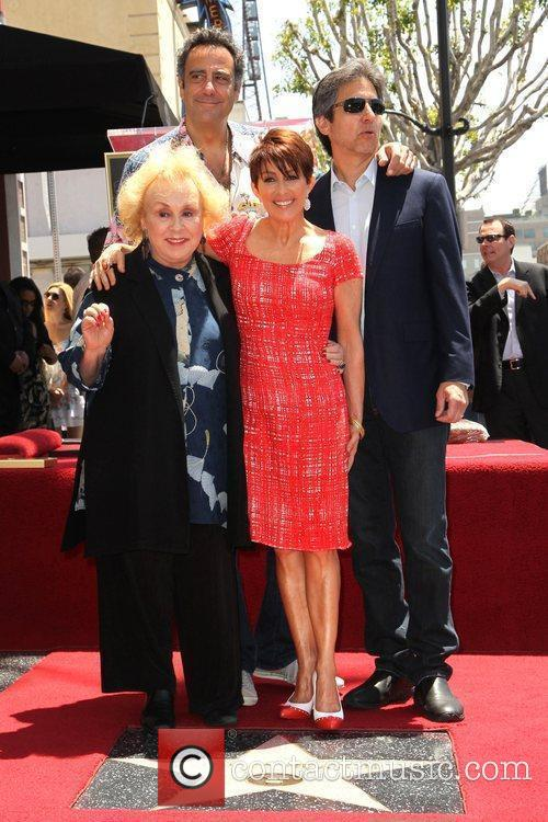 Doris Roberts, Brad Garrett, Patricia Heaton and Ray Romano 3