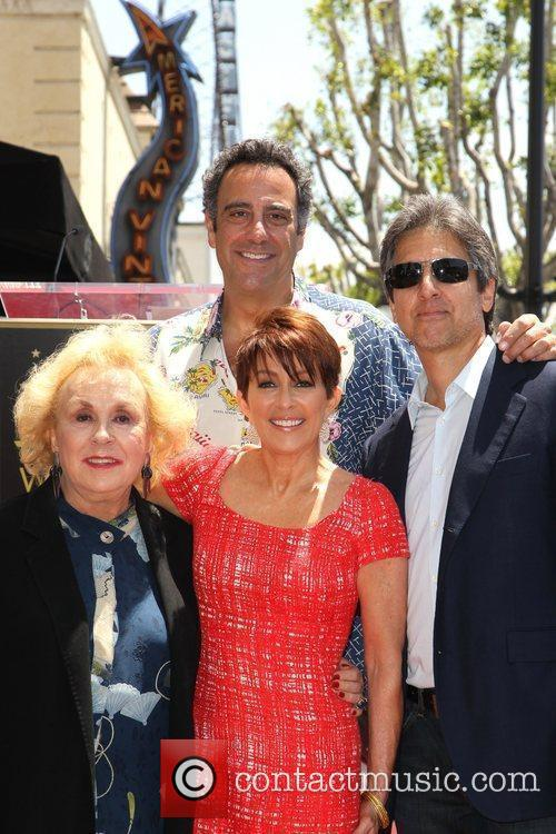 Doris Roberts, Brad Garrett, Patricia Heaton and Ray Romano 5