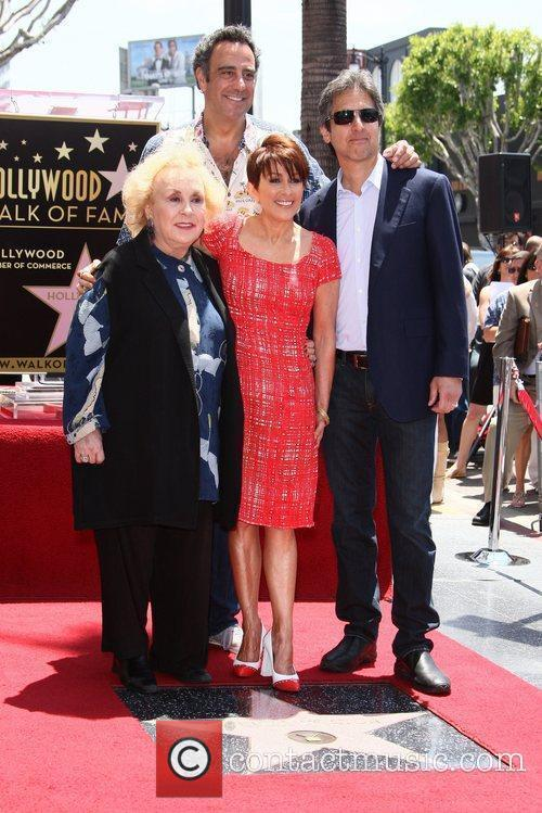 Doris Roberts, Brad Garrett, Patricia Heaton and Ray Romano 6