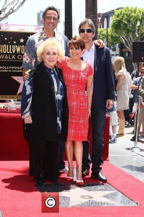 Doris Roberts, Brad Garrett, Patricia Heaton and Ray Romano 7