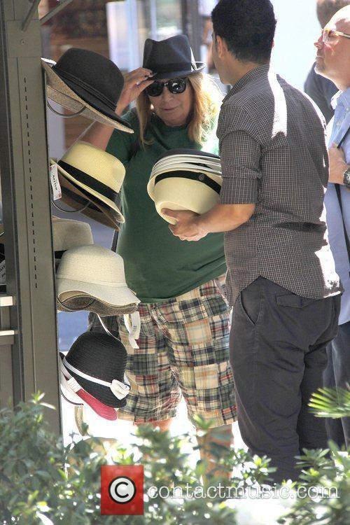penny marshall out shopping for a new 4048743