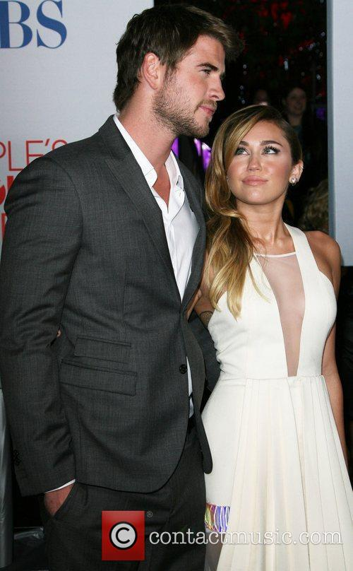 Miley Cyrus, Liam Hemsworth and People's Choice Awards 4
