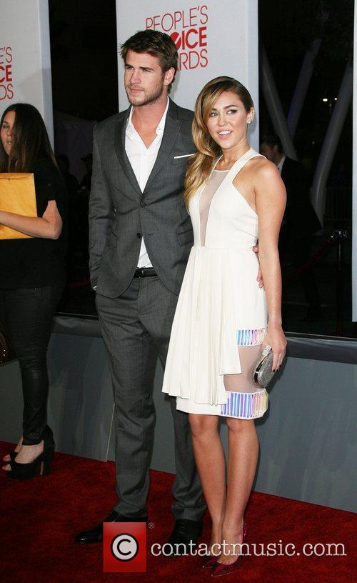 Miley Cyrus, Liam Hemsworth and People's Choice Awards 6