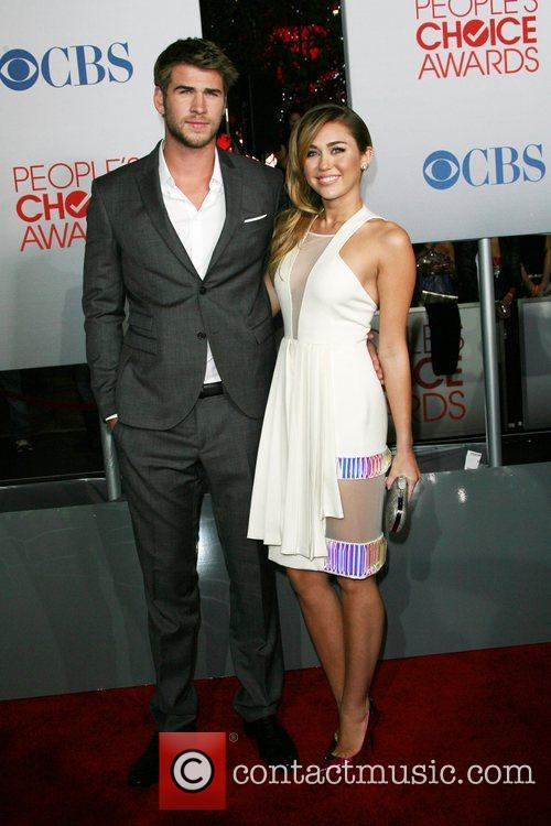 Miley Cyrus, Liam Hemsworth and People's Choice Awards 7