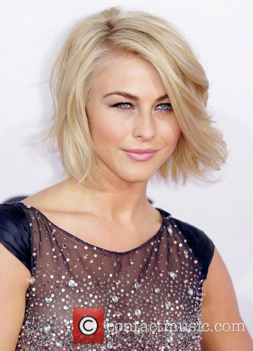 Julianne Hough and Annual People's Choice Awards 7