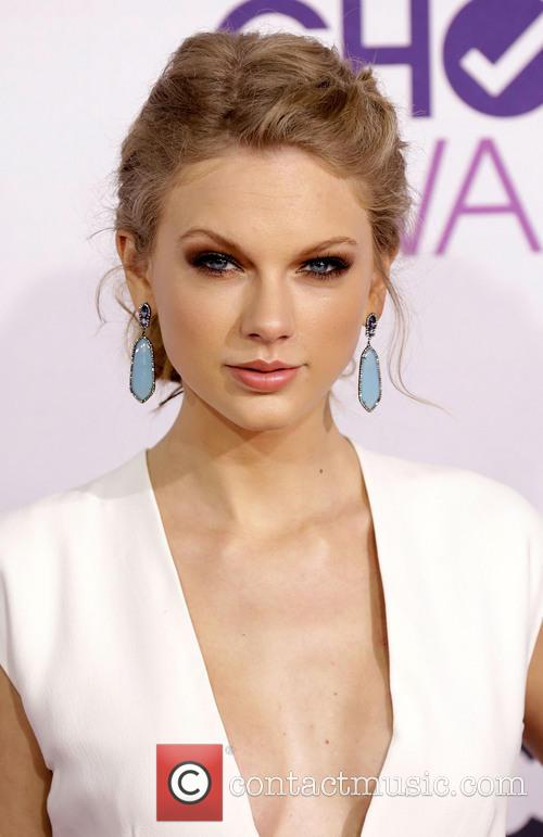 Taylor Swift and Annual People's Choice Awards 5