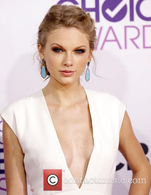 Taylor Swift and Annual People's Choice Awards 7