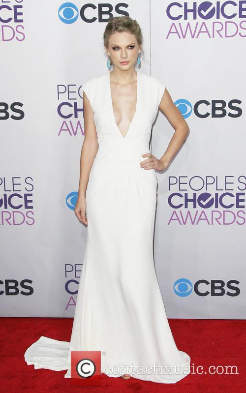 Taylor Swift and Annual People's Choice Awards 23