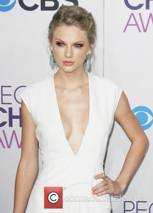 Taylor Swift and Annual People's Choice Awards 22