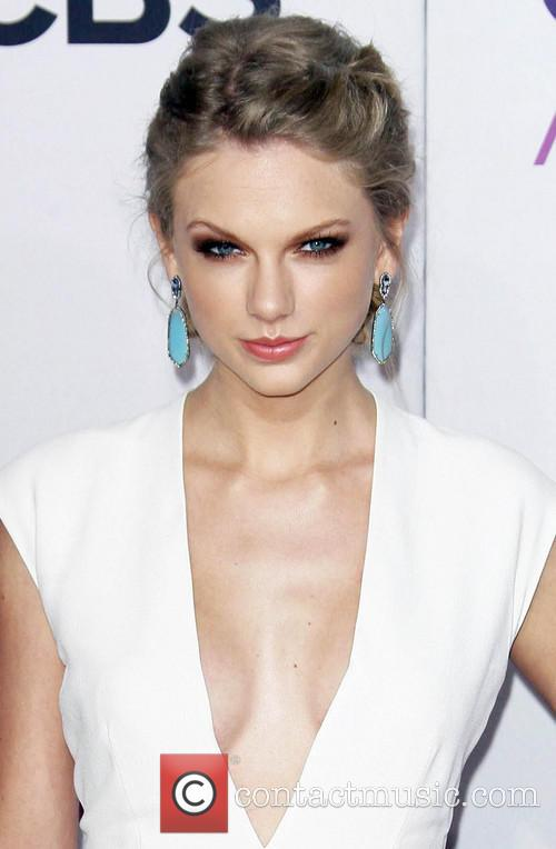 Taylor Swift and Annual People's Choice Awards 11