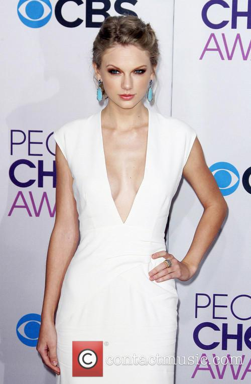 Taylor Swift and Annual People's Choice Awards 12
