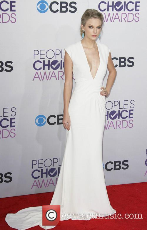 Taylor Swift and Annual People's Choice Awards 14