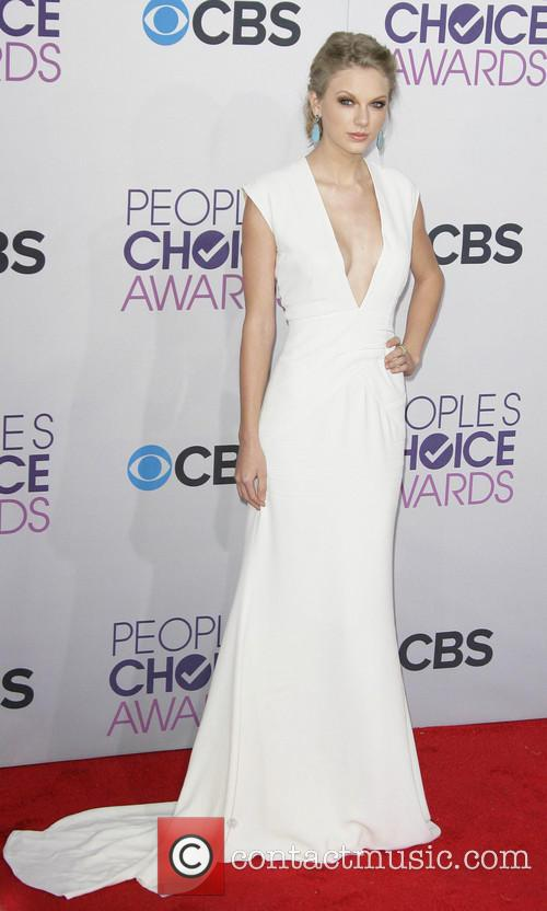 Taylor Swift and Annual People's Choice Awards 18