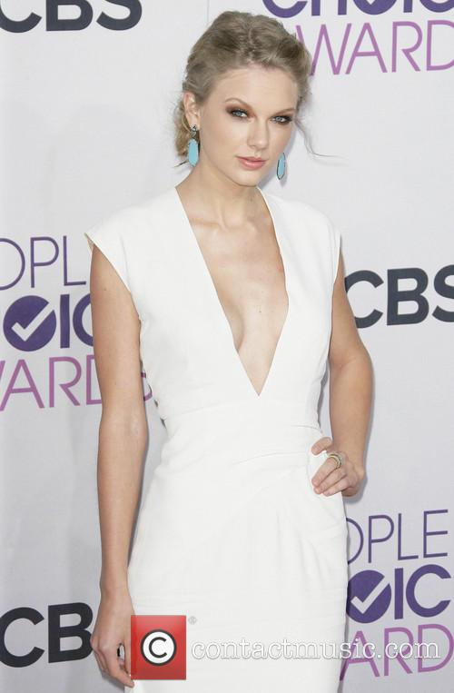 Taylor Swift and Annual People's Choice Awards 15