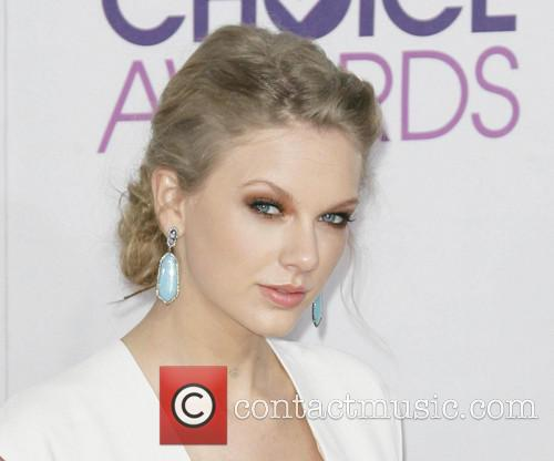 Taylor Swift and Annual People's Choice Awards 17