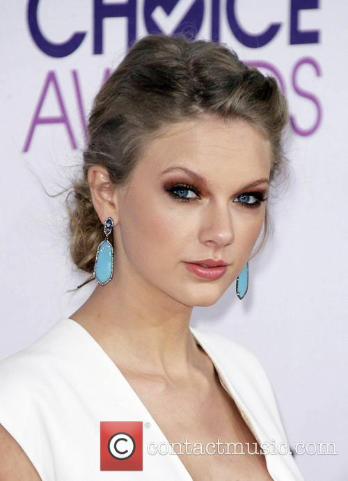 Taylor Swift and Annual People's Choice Awards 13