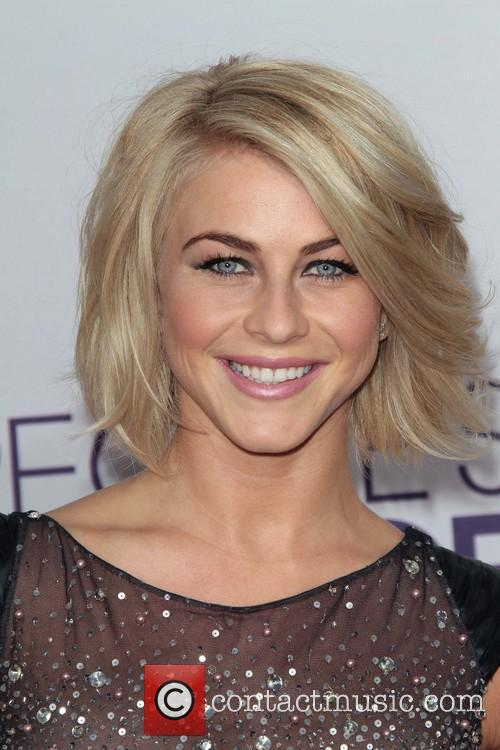 Julianne Hough and Annual People's Choice Awards 14