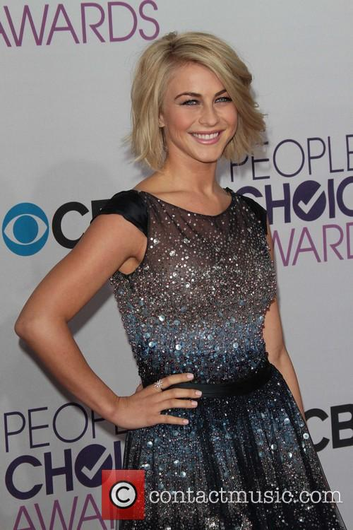 Julianne Hough and Annual People's Choice Awards 18