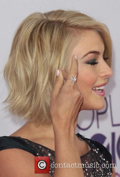 Julianne Hough and Annual People's Choice Awards 12