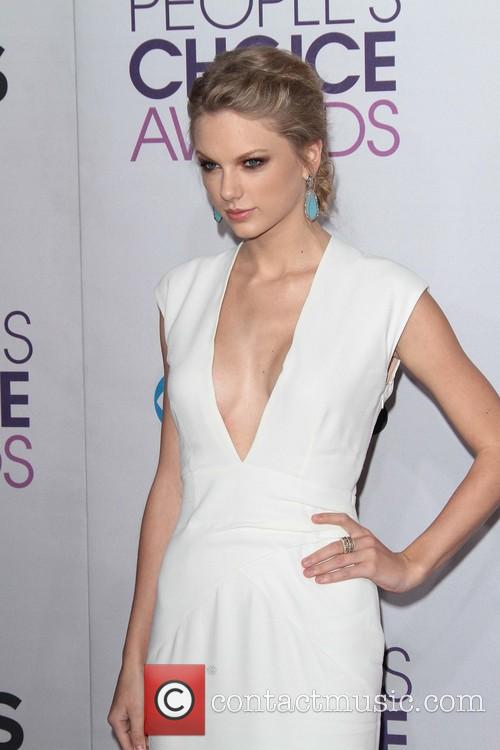 Taylor Swift and Annual People's Choice Awards 8