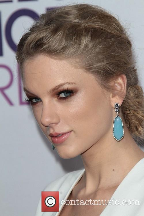 Taylor Swift and Annual People's Choice Awards 9