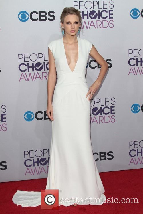 Taylor Swift and Annual People's Choice Awards 10