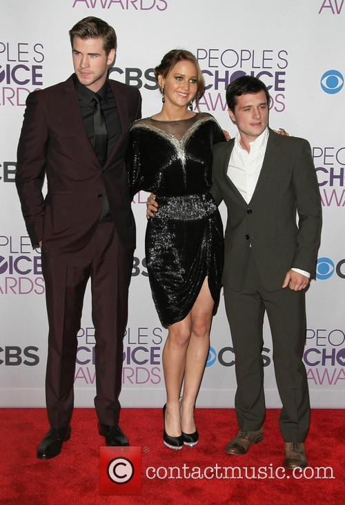 Liam Hemsworth, Jennifer Lawrence, Josh Hutcherson and People's Choice Awards 9