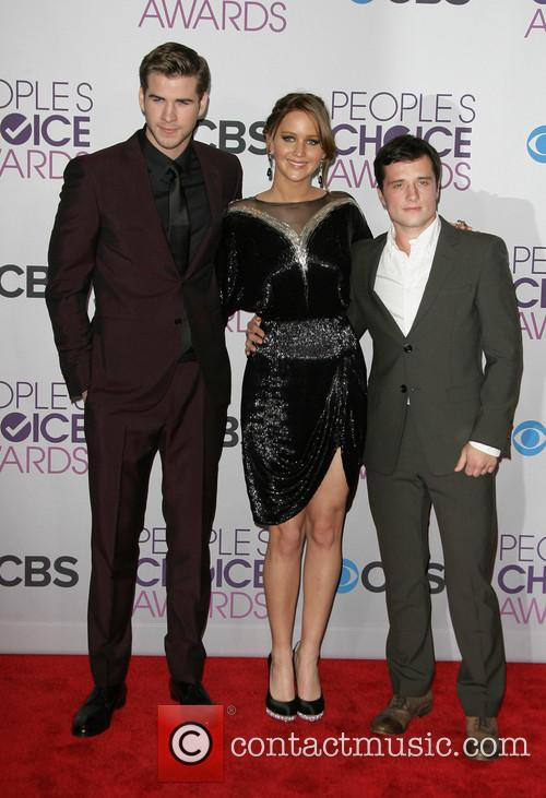 Liam Hemsworth, Jennifer Lawrence, Josh Hutcherson and People's Choice Awards 6