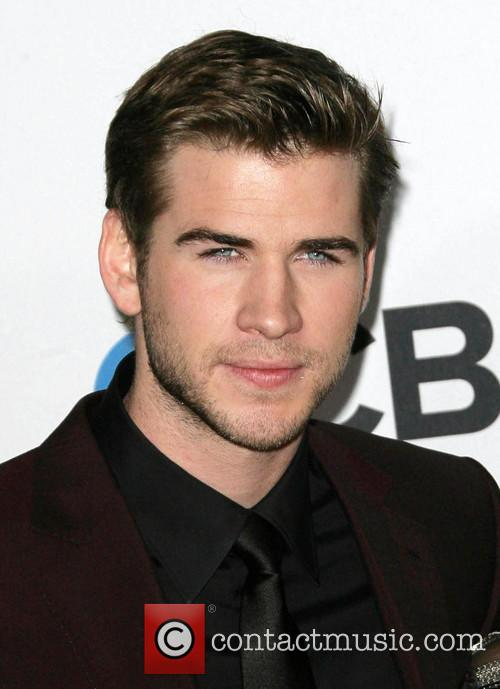 Liam Hemsworth and People's Choice Awards 8