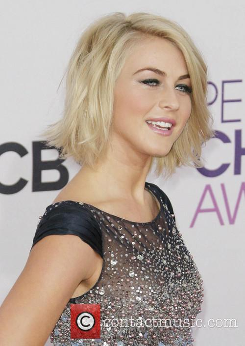 Julianne Hough and Annual People's Choice Awards 11
