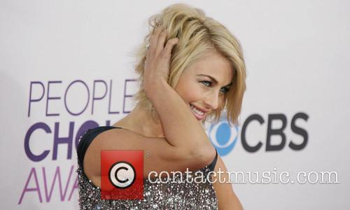 Julianne Hough and Annual People's Choice Awards 3