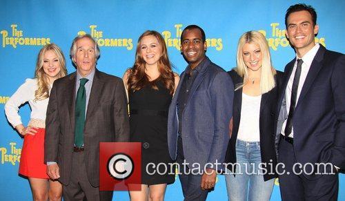 Jenni Barber, Henry Winkler, Alicia Silverstone, Daniel Breaker, Ari Graynor and Cheyenne Jackson 6