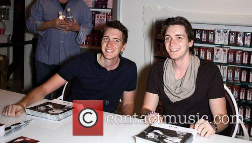 Harry Potter, James Phelps and Oliver Phelps 3