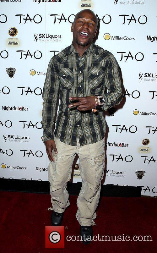 Floyd Mayweather Jr. and Tao Nightclub 4