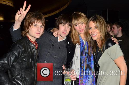 Nicole Appleton with fans Rock stars and celebrities...