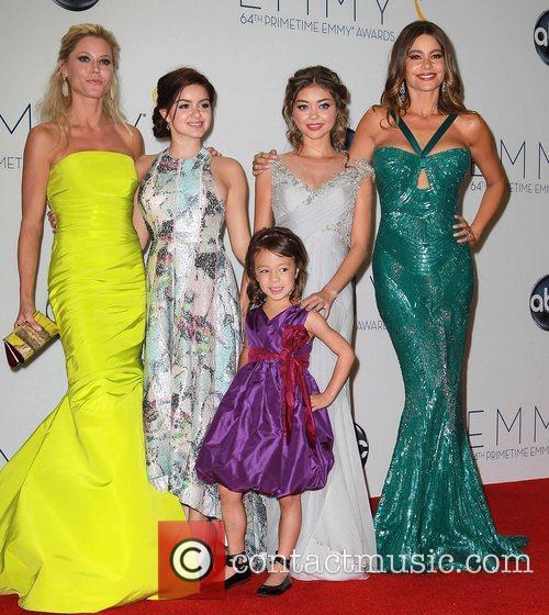 Julie Bowen, Ariel Winter, Aubrey Anderson-emmons, Sarah Hyland and Sofia Vergara 4