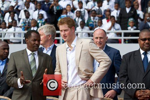 prince harry chats with bahamian minister of 5805021