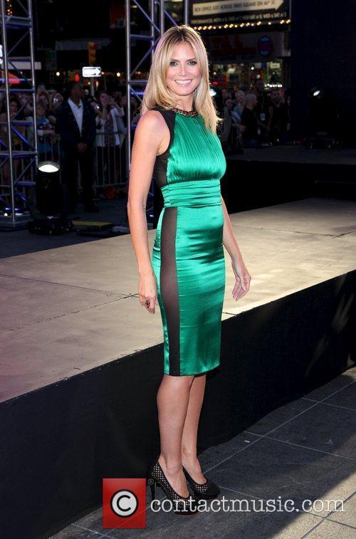 Heidi Klum and Times Square 4