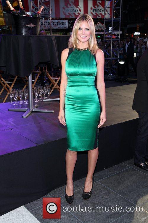 Heidi Klum and Times Square 5