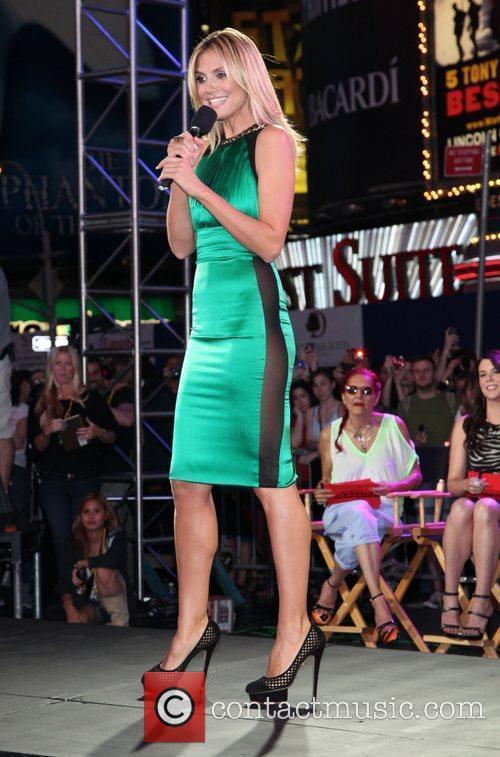 Heidi Klum and Times Square 18