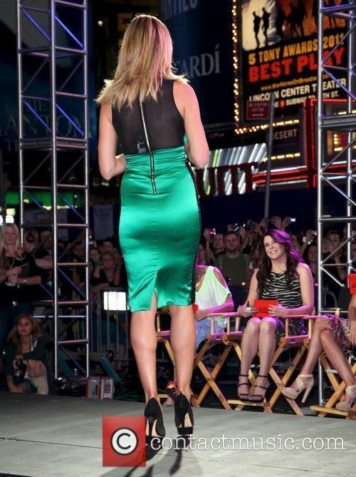 Heidi Klum and Times Square 19