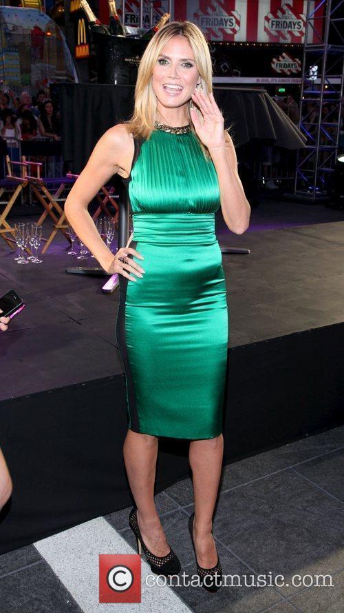 Heidi Klum and Times Square 20