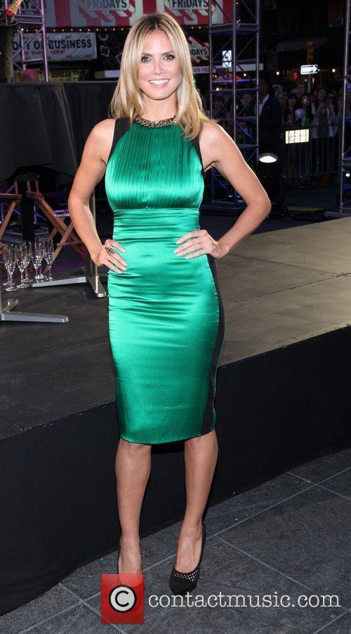 Heidi Klum and Times Square 25