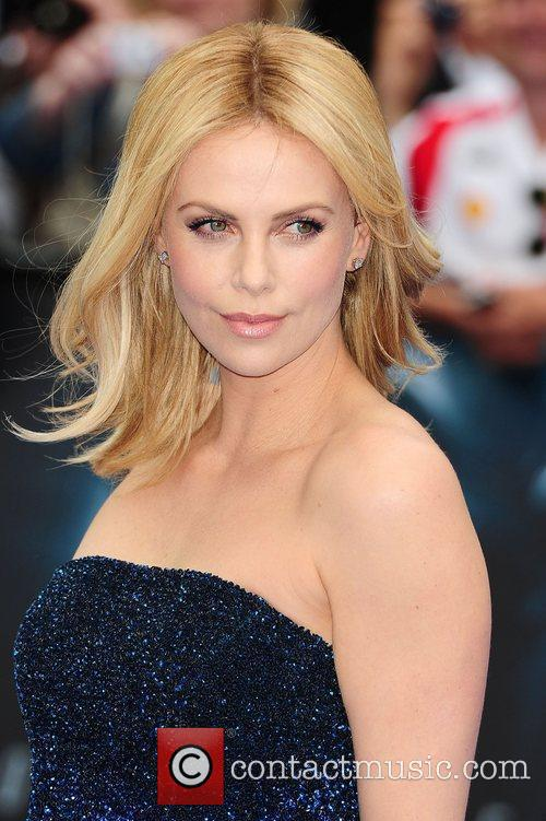 Charlize Theron at the 'Prometheus' UK film premiere...