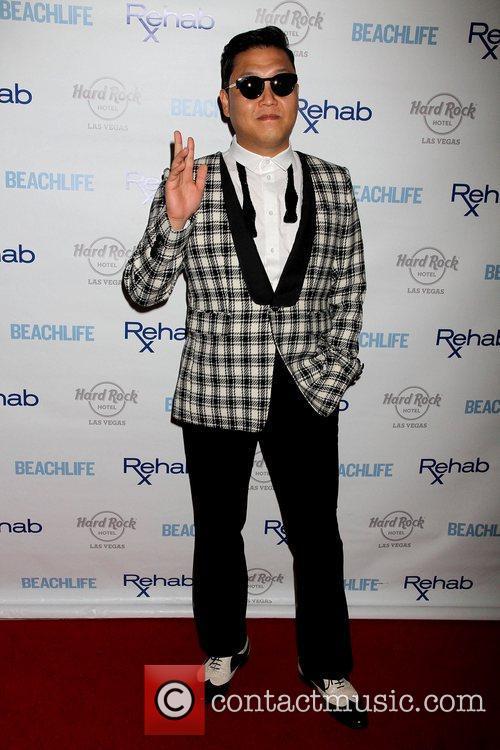 Rapper Psy and Park Jae-sang 11