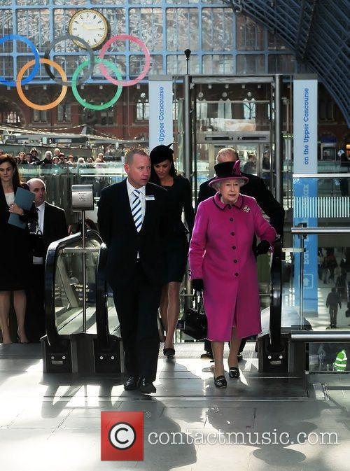 Queen Elizabeth Ii, Duchess and Kate Middleton 7