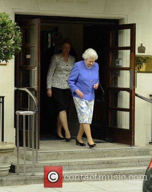 queen elizabeth ii leaving king edwards vii 3930423