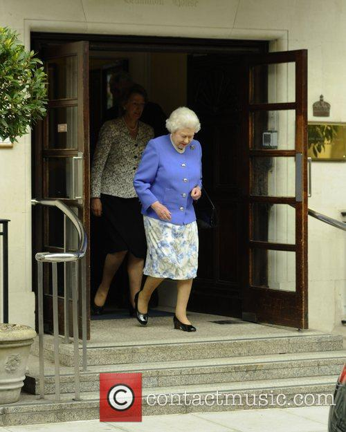 queen elizabeth ii leaving king edwards vii 3930424