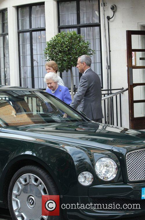 queen elizabeth ii leaving king edwards vii 3930437